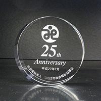 周年記念品のクリスタルガラスペーパーウェイト