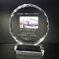 周年記念祝いのフルカラー写真入りクリスタル楯(ラウンド型)