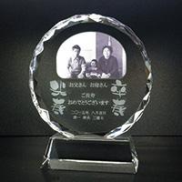 米寿、卒寿祝いのフルカラー写真入りクリスタル楯(ラウンド型)