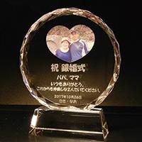 銀婚式祝いプレゼントのフルカラー写真入りクリスタル楯(ラウンド型)