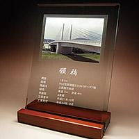 完成記念のフルカラー写真入りガラス楯(盾)