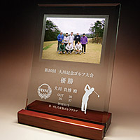 ゴルフ大会優勝のフルカラー写真入りガラス楯(盾)