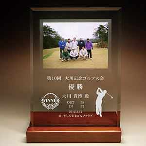 ゴルフ大会のフルカラー写真入りガラス楯(盾)