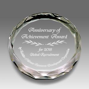 クリスタルペーパーウェイトの表彰記念品
