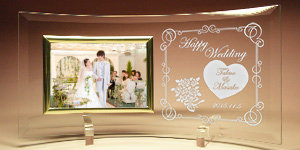 結婚祝いプレゼントのオリジナルフォトフレーム
