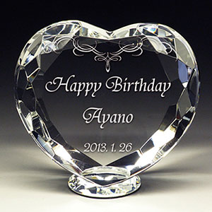 誕生日プレゼントの名入れクリスタル楯(盾)ダイヤハート