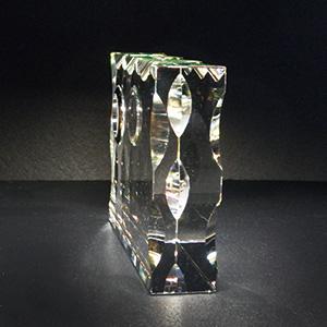 クリスタル楯(盾)時計付き