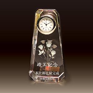 名入れクリスタル楯(盾)時計付きの竣工記念品(3Dバラ柄)