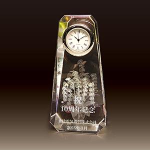 名入れクリスタル楯(盾)時計付きの周年記念記念品、お祝い品(胡蝶蘭柄)