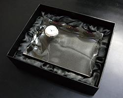 クリスタル楯(盾)時計付き・箱
