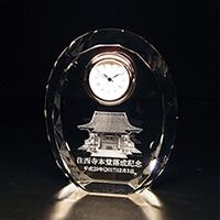 落成記念品のクリスタル楯(盾)時計付き