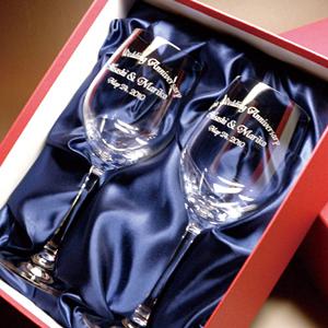 結婚祝いプレゼントのクリスタルワイングラス