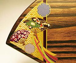 木製楯(盾)の記念品、木の楯(盾)和柄:扇と雪輪